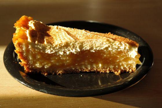 עוגת תפוחים ורוטב קרמל