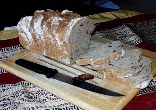לחם מקמח מלא, עגבניות מיובשות ואורגנו