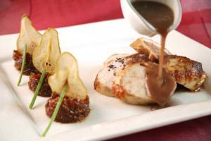 חזה עוף ברוטב תמרים ותערובת צרפתית