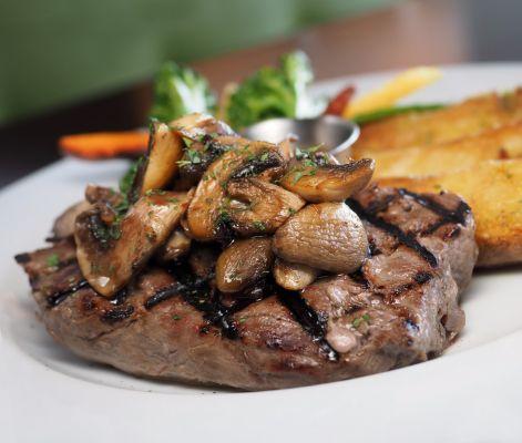 צלי בשר בחצילים ופטריות