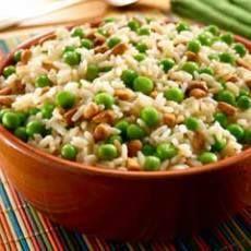 אורז מוקפץ עם אפונה ושקדים