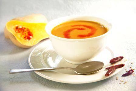 מרק כתום אדום עם צ'ילי