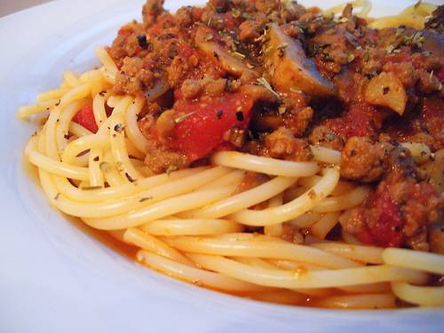 ספגטי ברוטב בולונז תרד ופטריות
