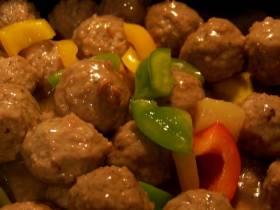 כדורי בשר ברוטב פלפלים ועגבניות