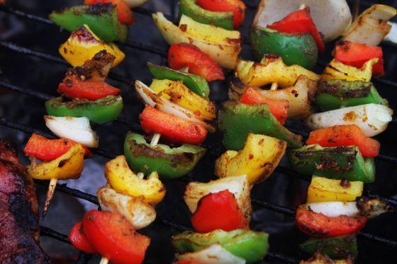שיפודי ירקות אנטיפסטי ברוטב חמוץ מתוק וסויה
