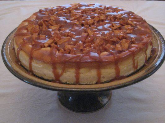 עוגת גבינה קרה בציפוי קרמל ופקאנים