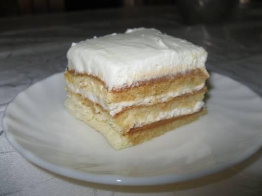 עוגת שכבות שמנת וריבת חלב