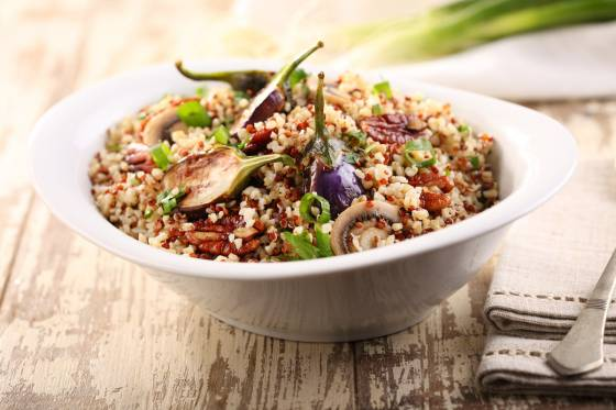 תבשיל בורגול וקינואה בפטריות ופקאן