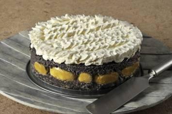 עוגת פרג ואגסים בציפוי קצפת