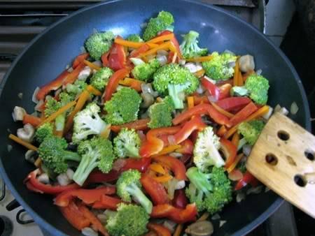 ירקות חלוטים בסויה, סומסום ושום