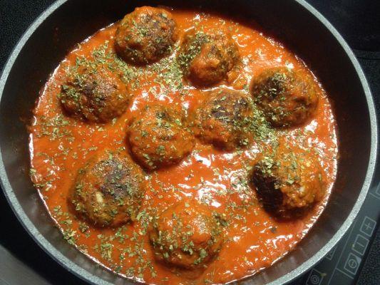 קציצות בשר ברוטב עגבניות נוסח איטלקי