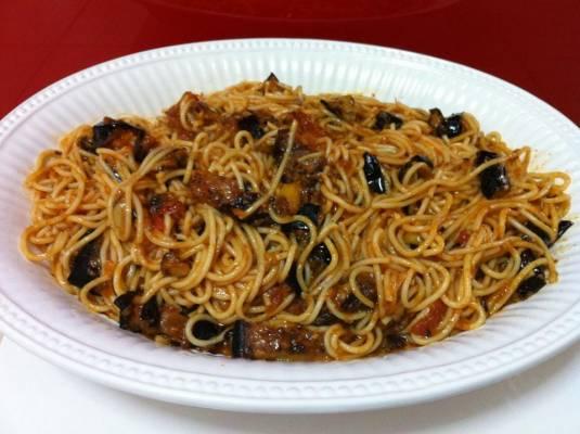 ספגטי עם חצילים בנוסח סציליאני
