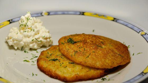 לביבות תפוחי אדמה גבינת שמנת וקוויאר