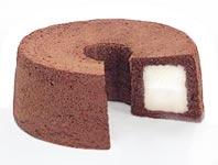 עוגת שוקולד במילוי קצפת