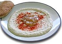 חומוס גזעי עם רוטב בצל או פטריות